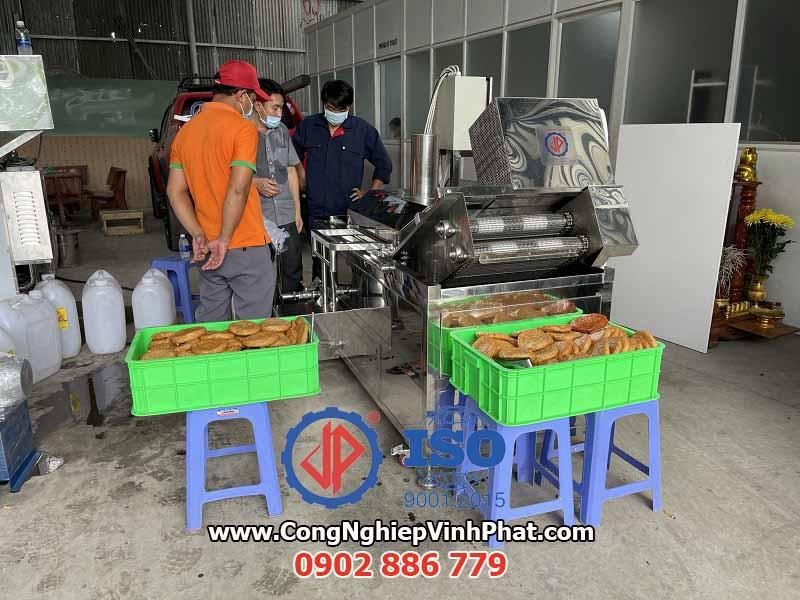 Đầu tư máy chiên băng tải công nghiệp Vĩnh Phát đem lại hiệu quả cao và tiết kiệm chi phí