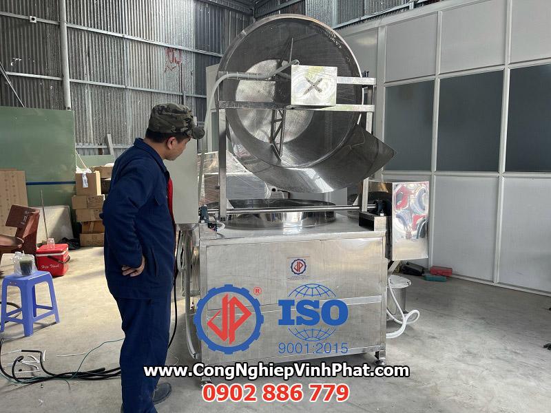 Máy chiên công nghiệp bán tự động do Vĩnh Phát sản xuất và cung cấp