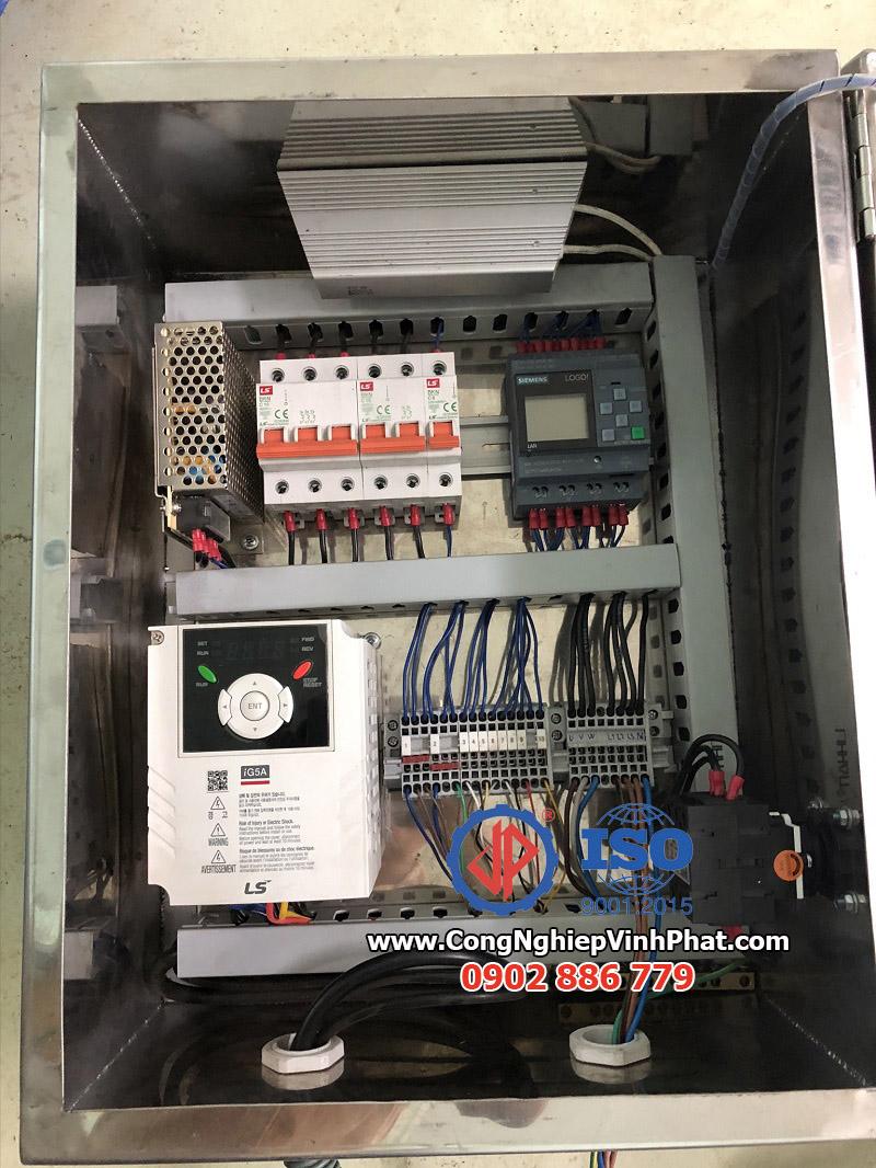 Tủ điện của máy vắt ly tâm rổ nhựa rời, máy ly tâm hiện đại Vĩnh Phát sản xuất
