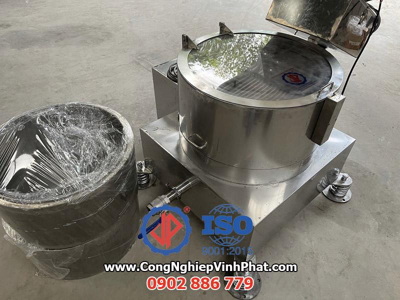 Máy vắt ly tâm rổ rời inox với nắp mica dễ dàng theo dõi nguyên liệu bên trong
