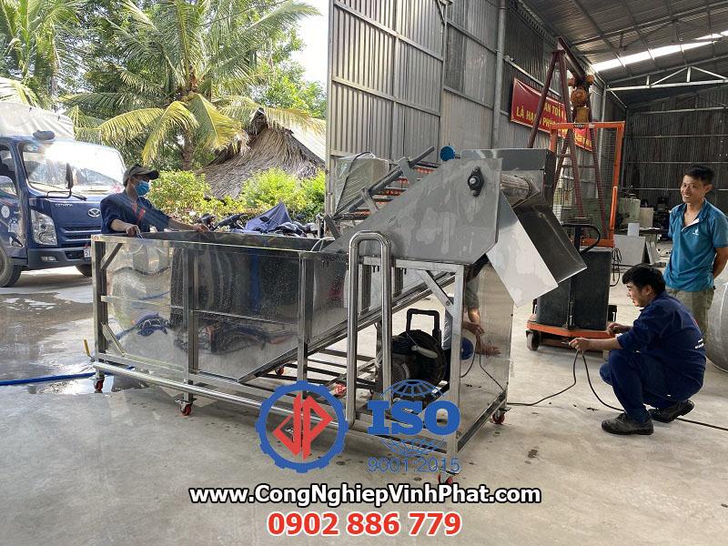Máy rửa rau công nghiệp sục khí ozone do Vĩnh Phát chế tạo 100% tại nhà máy