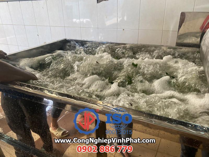 Lực thổi khí vô cùng mạnh mẽ của máy rửa rau công nghiệp Vĩnh Phát