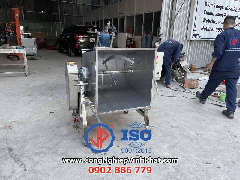 Tính năng nghiêng đổ nguyên liệu nhanh của máy trộn nằm ngang Vĩnh Phát