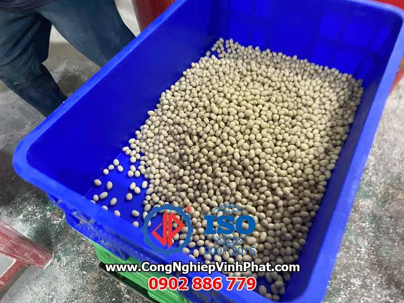Thành phẩm của máy vê hạt trân châu, máy bọc bột đậu phộng da cá, máy phủ socola cho hạt Vĩnh Phát