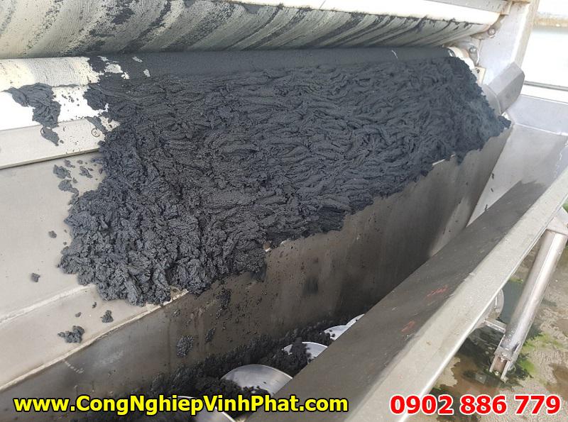 Độ khô bã rắn sau khi qua máy ép bùn băng tải phù hợp là rất tốt
